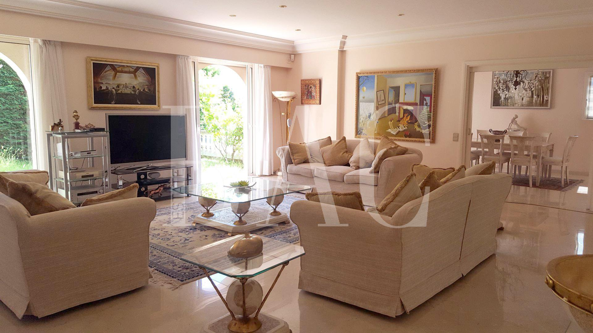 Cannes, villa de type Florentin à 1300 mètres de la rue d'Antibes et 1600 mètres de la plage de la Croisette