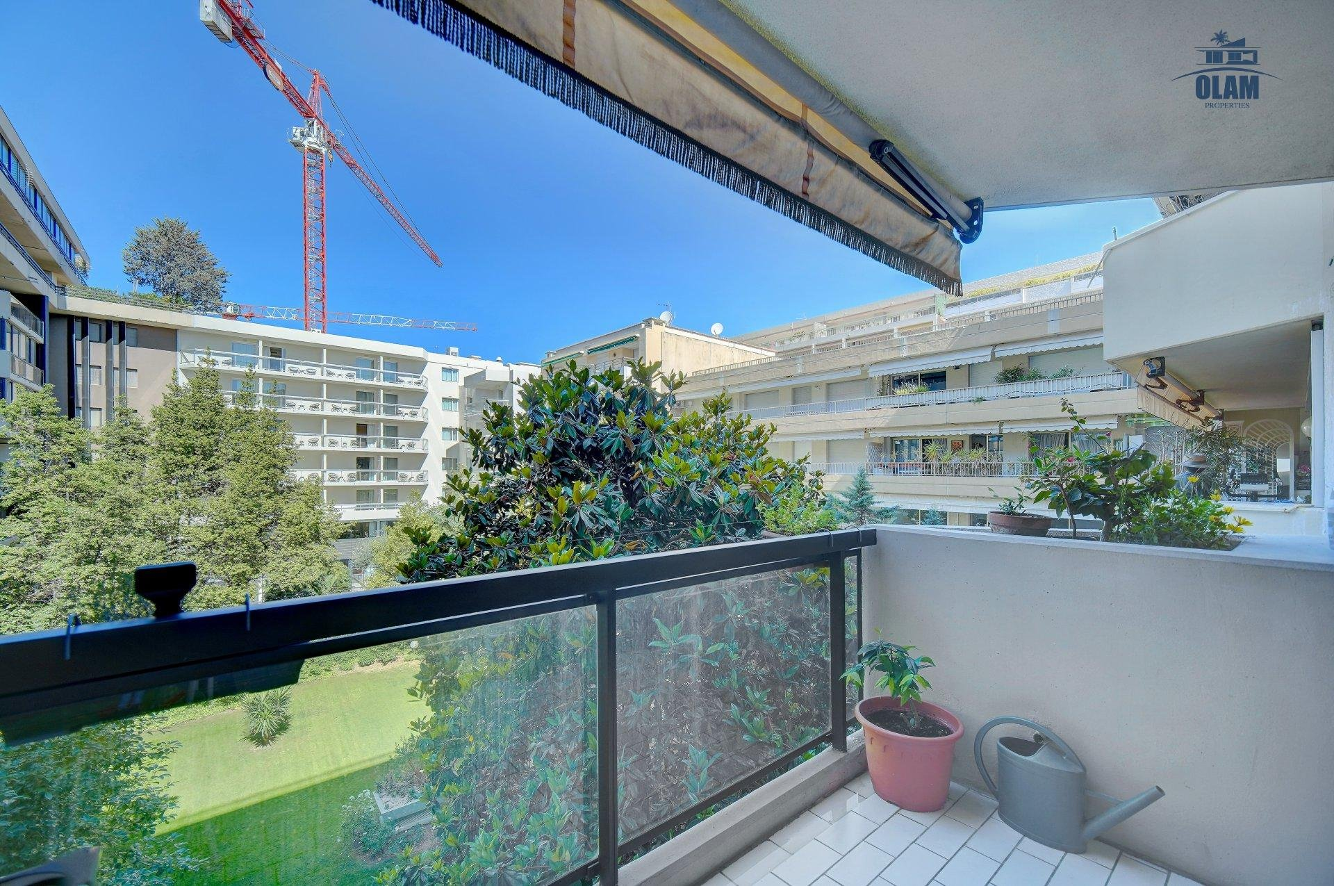 Cannes: spacious 1 bedroom appartment ideally located, sea view