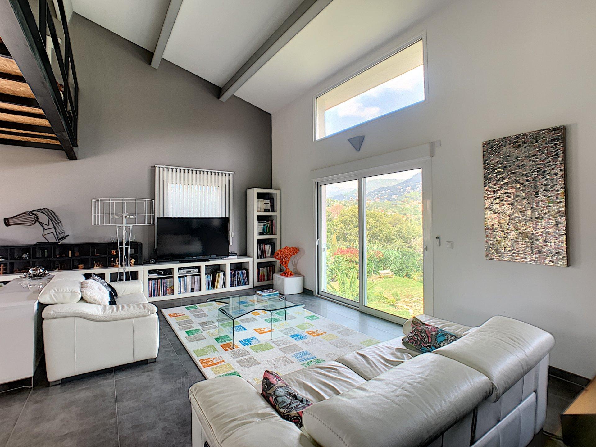 VENCE (06140) - Quartier Vosgelade - Villa moderne 210m2 de 6 pièces - 5 chambres