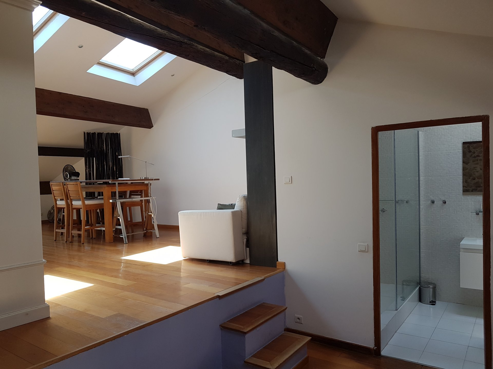 Skylight, kitchen bar