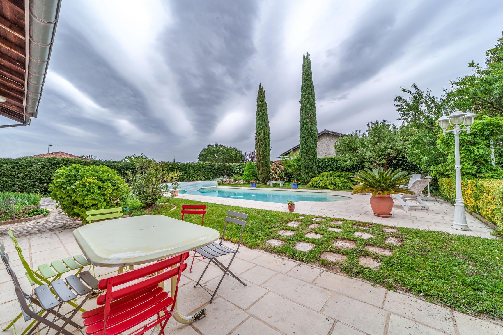 Maison familiale 6 chambres avec piscine
