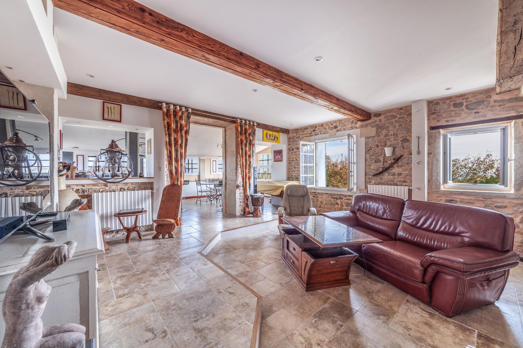 Propriété de 250 m2 habitable- Vue Beaujolais