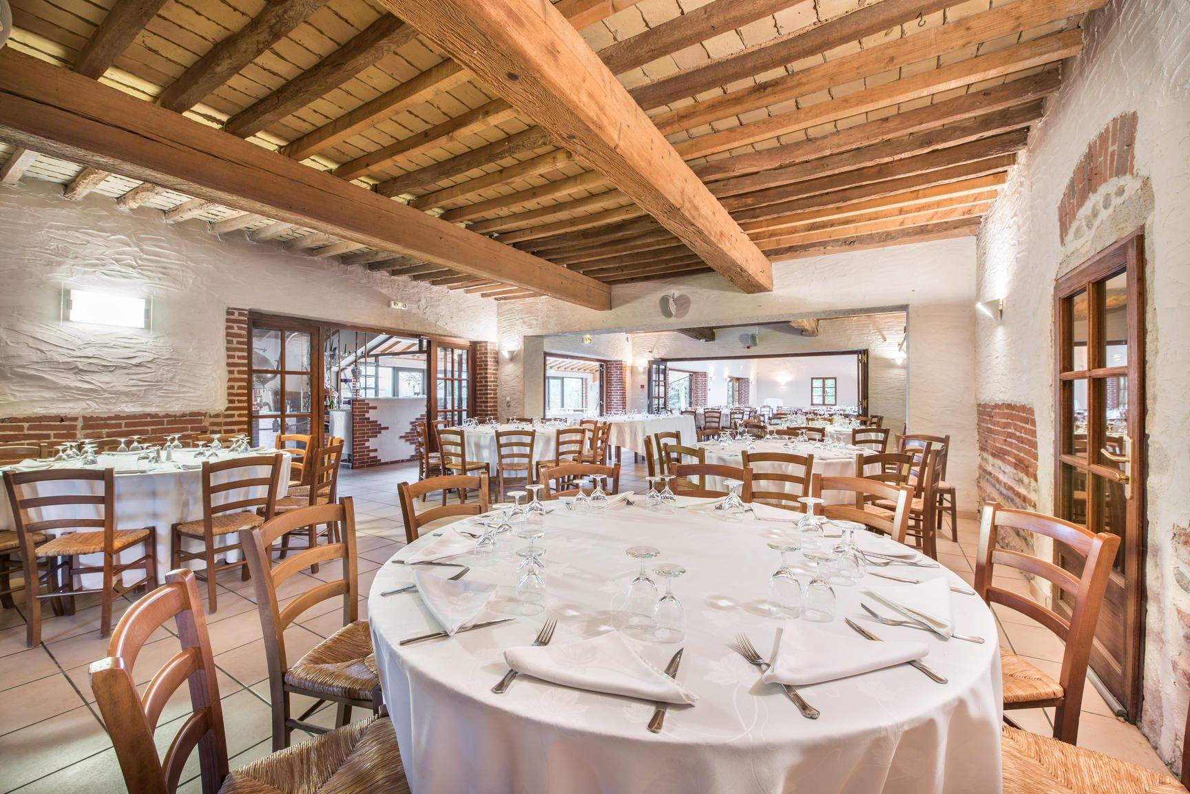 Propriété de 1500 m2 avec Salles de mariage / Fond