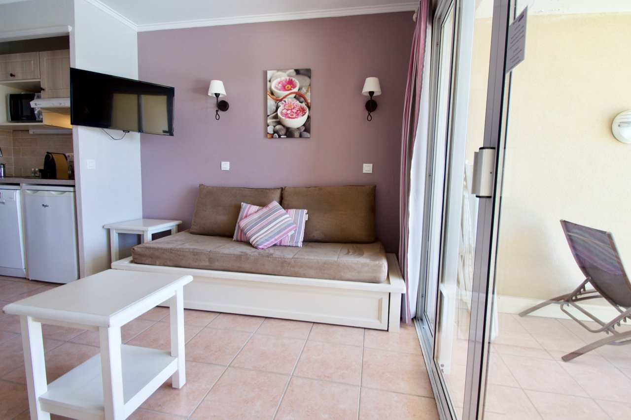Les Issambres - Lovely 2 room apartment with great sea view in village!