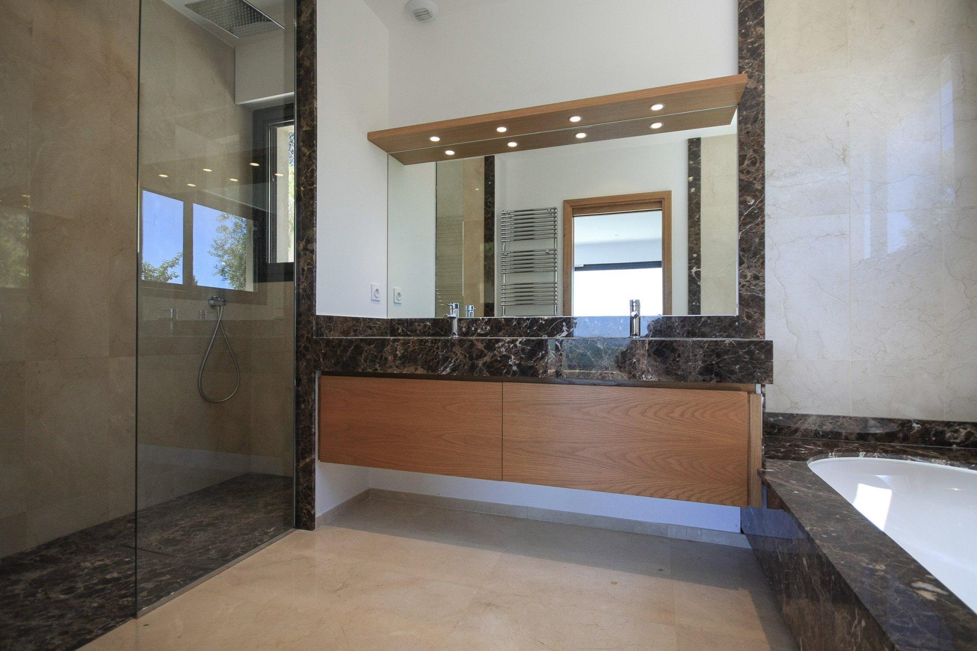New contemporary villa in a prestigious gated estate