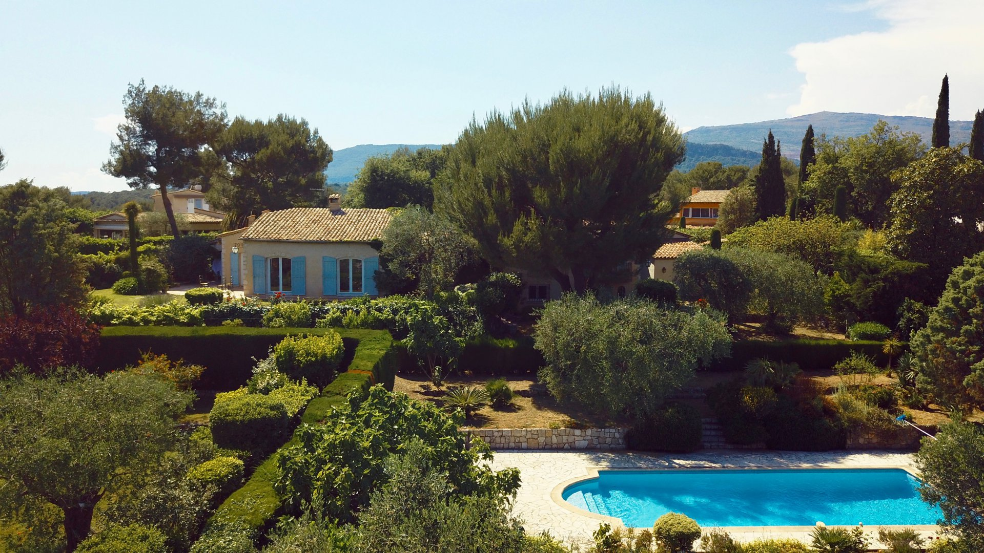 Charming Provençal villa with sea views