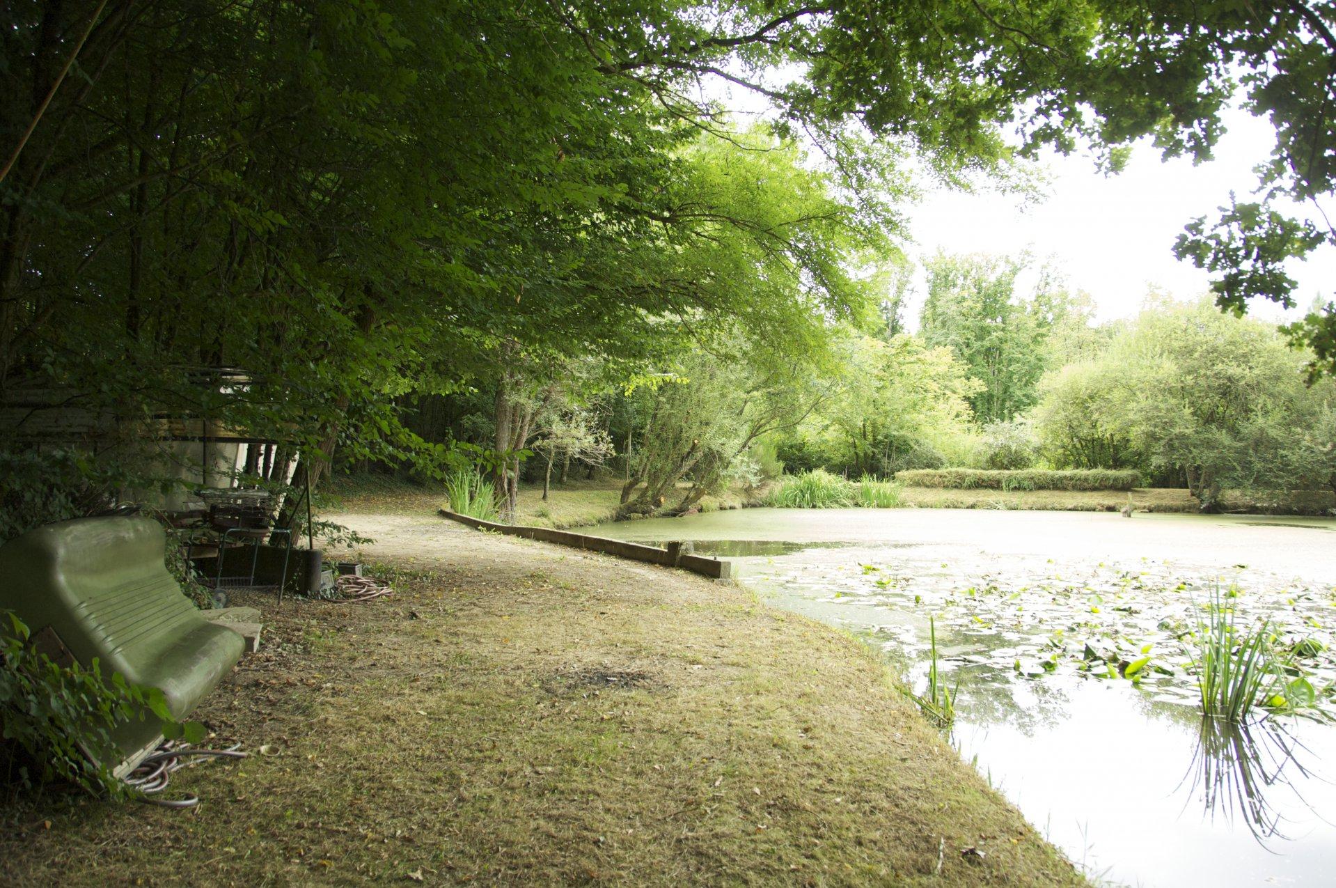 Terrain de loisir avec étang - Brèches
