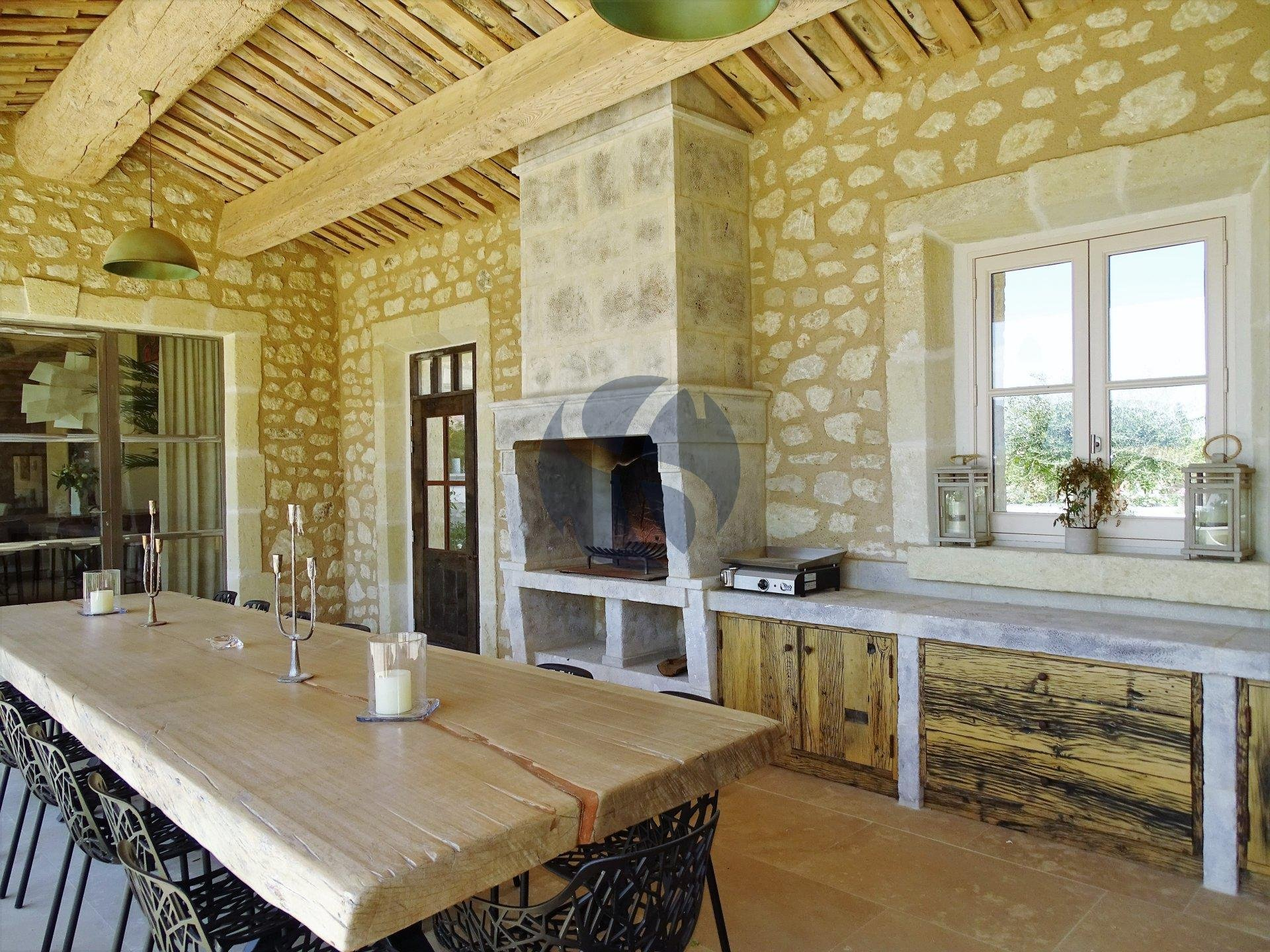 Exceptionnal property with Alpilles view