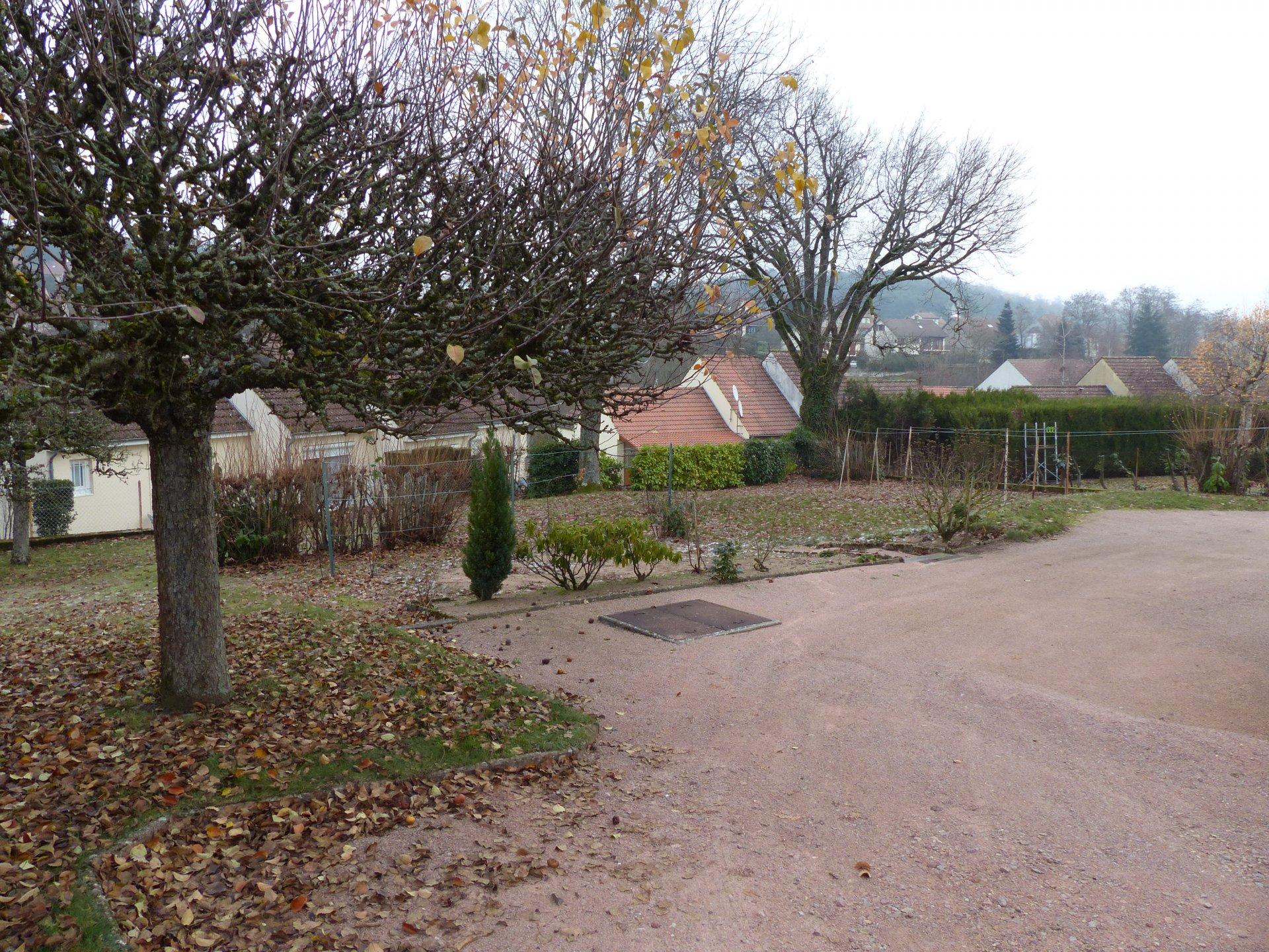 Le Creusot,Quartier Croix Menée/Foch, GRANDE MAISON A REACTUALISER