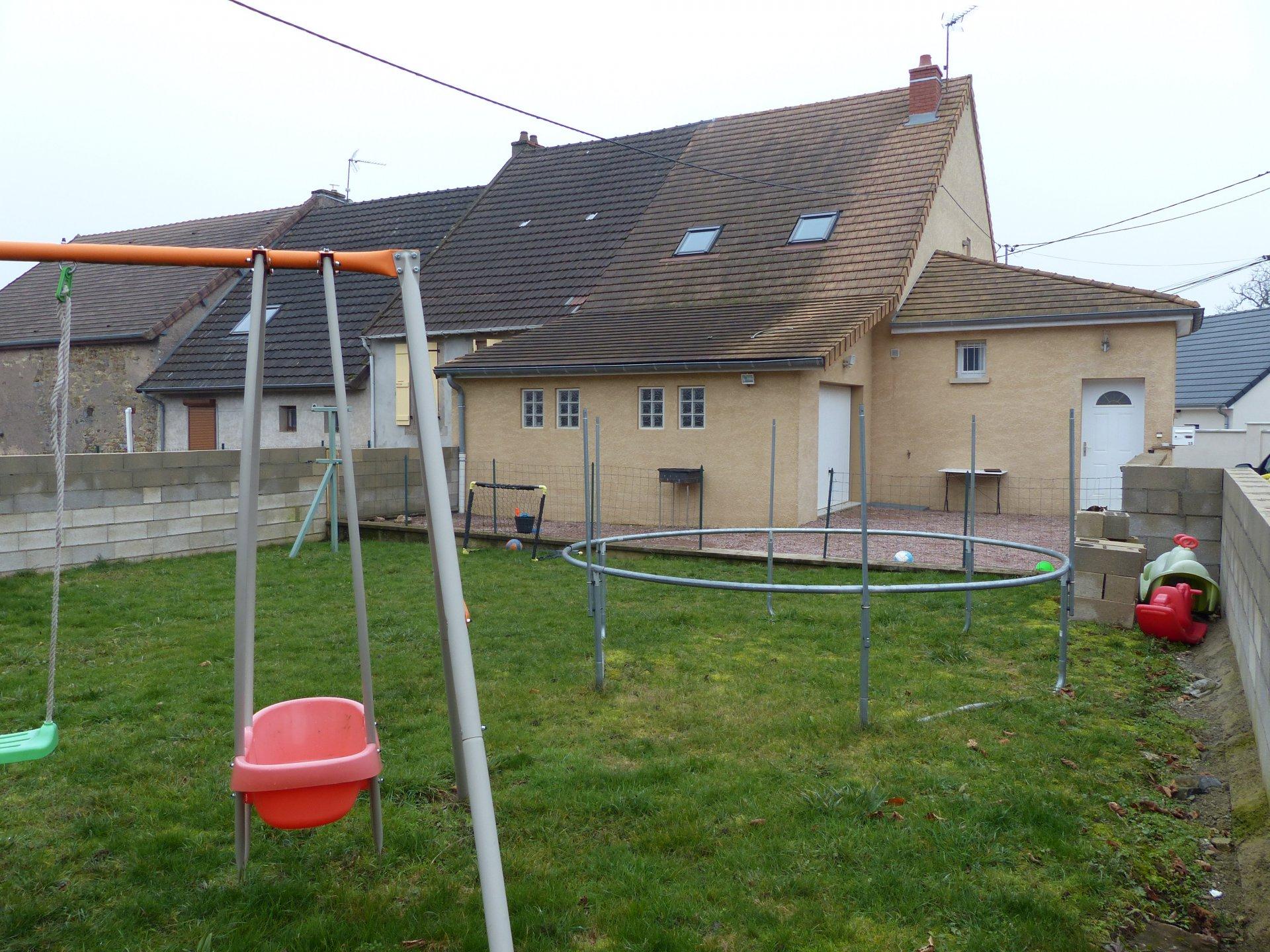 A 10 min du Breuil -  15 min de la Gare TGV - Belle maison de village