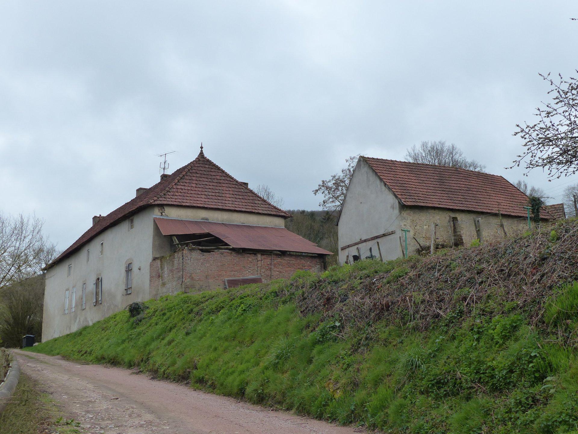 Bourg de St Symphorien de Marmagne, GRANDE MAISON ANCIENNEA RENOVER