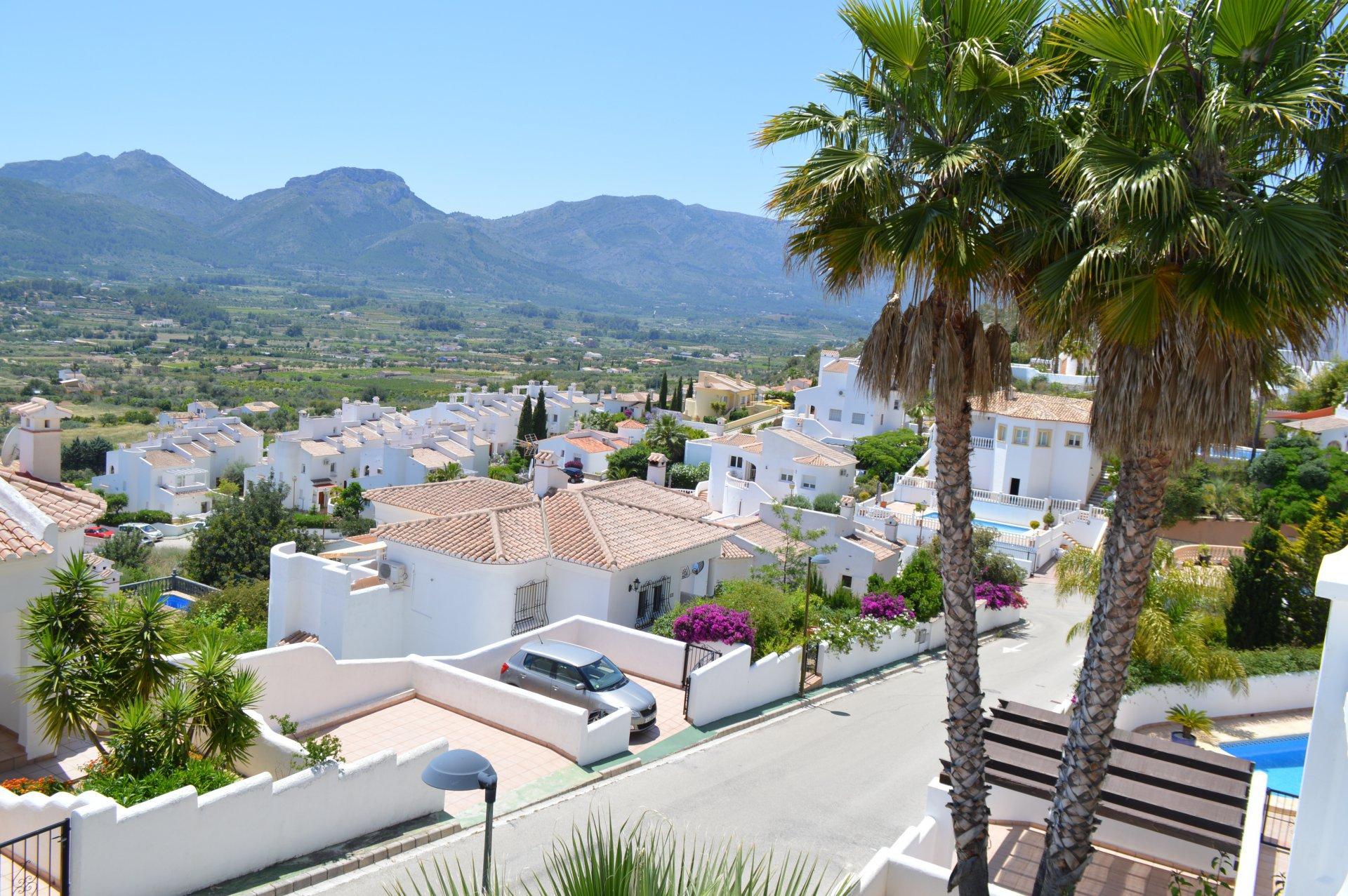 Spacious villa with fabulous views towards the Jalon Valley