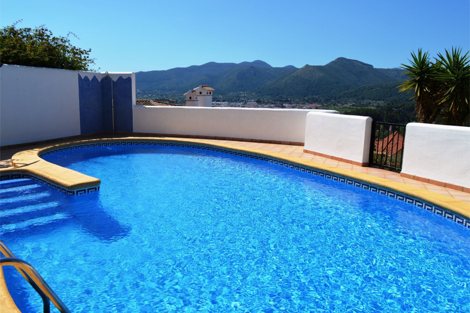 Spacious villa with fabulous views towards the Jalon Valley