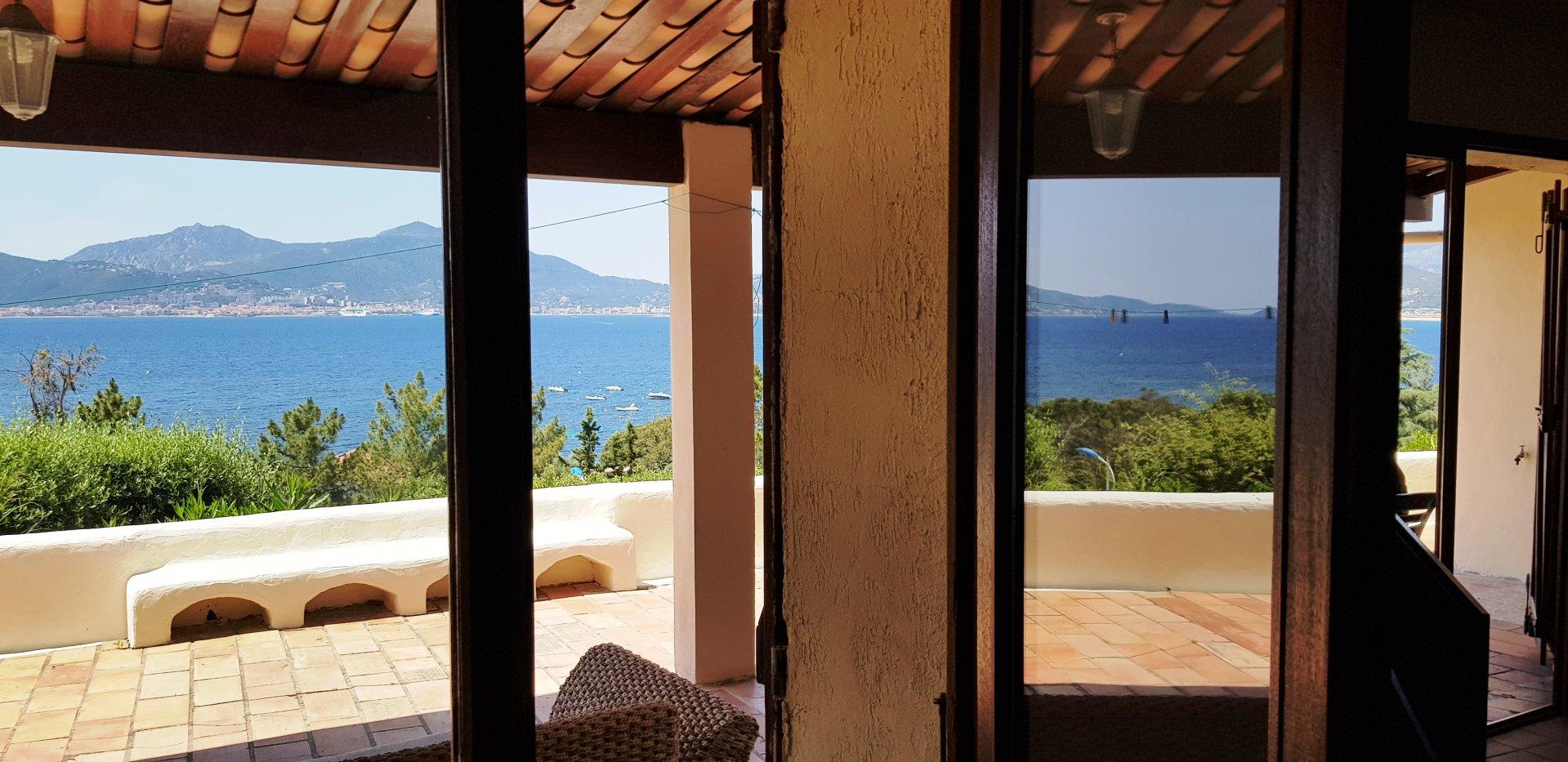 Villa de150 m², vue mer imprenable et exceptionnelle, à Porticcio
