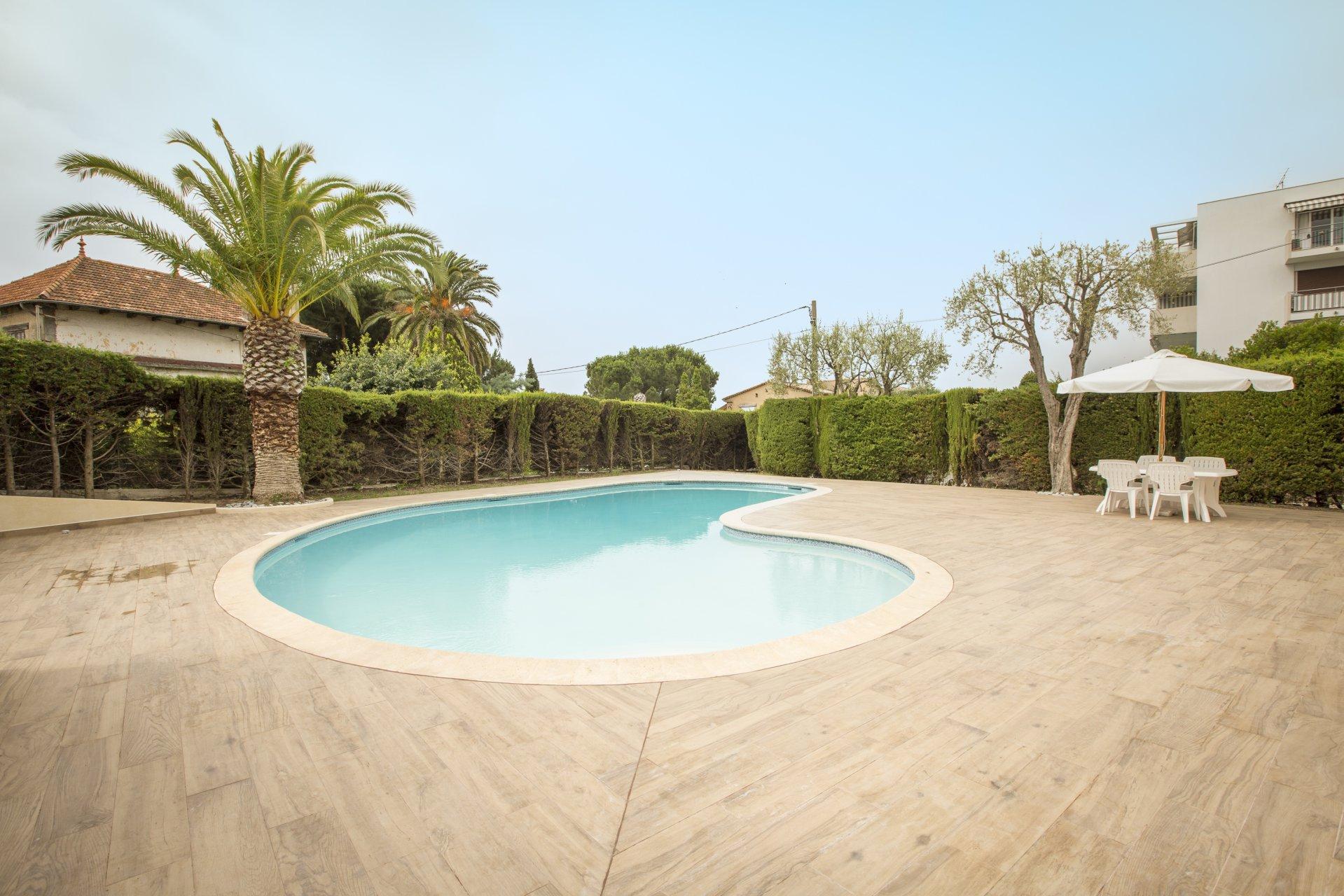 Cannes Croix des Gardes : Spacious 1 bed garden apartment Croix des Gardes Cannes
