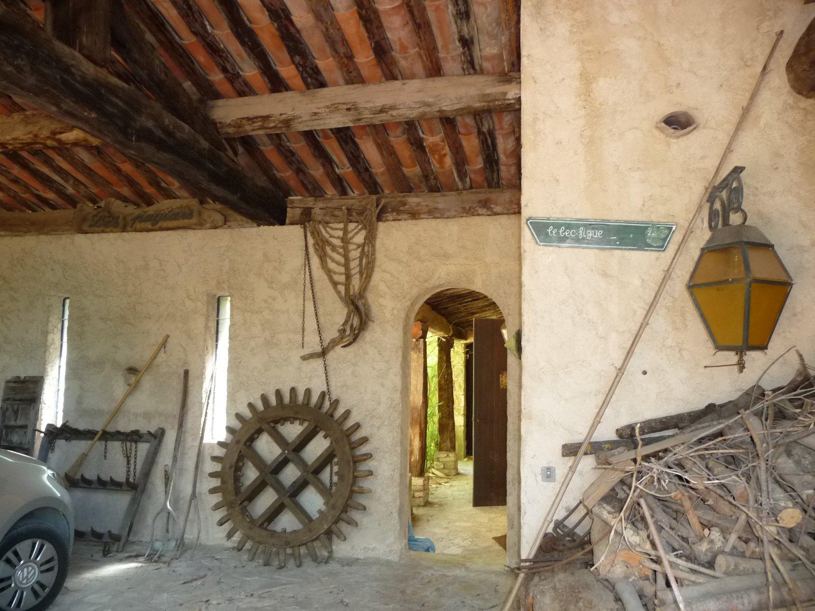 Villa en partie en pierres à rénover avec vue panoramique sur terrain de 2500m²