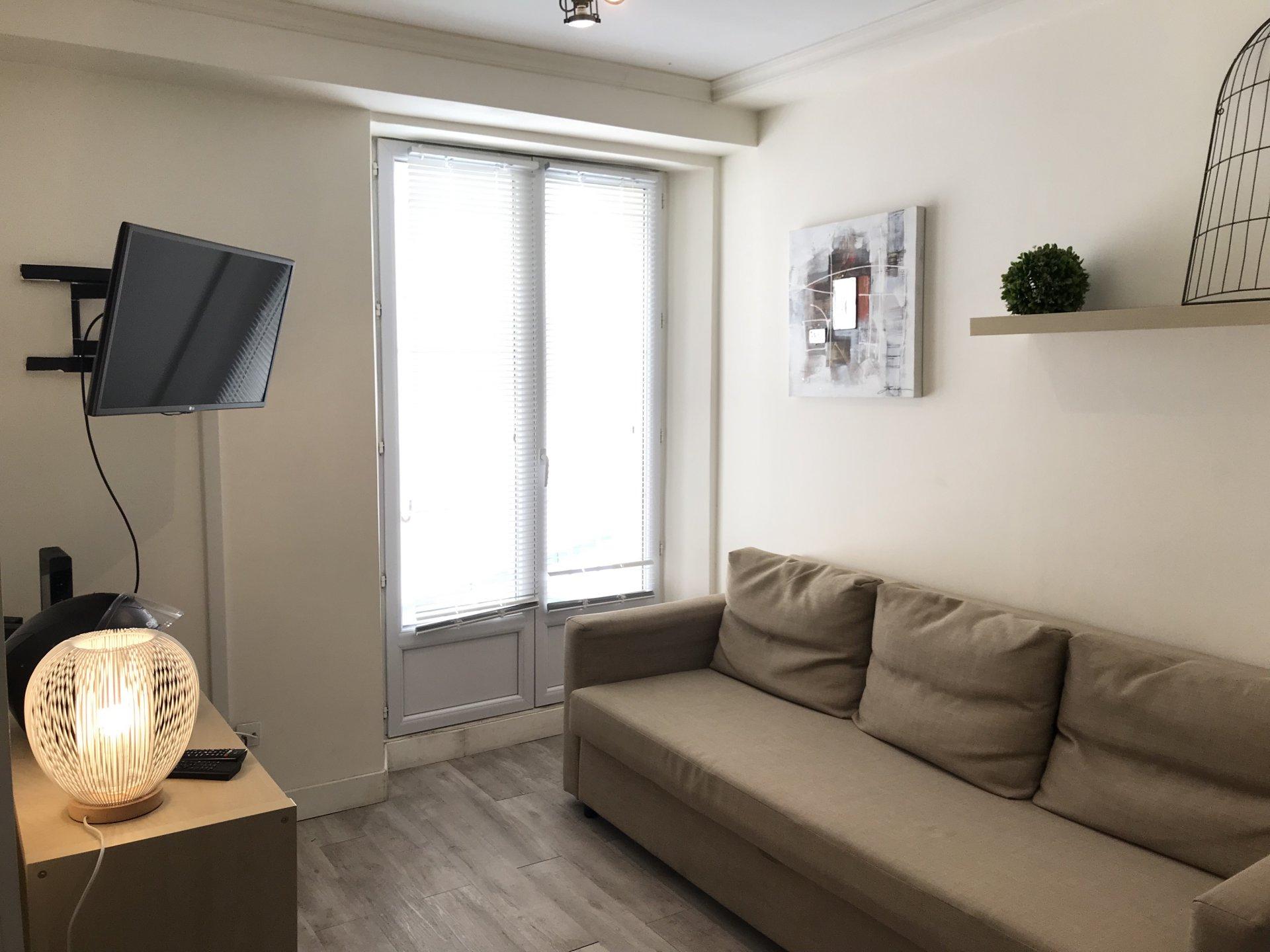 Location meublée annuelle - Studio rue Delille