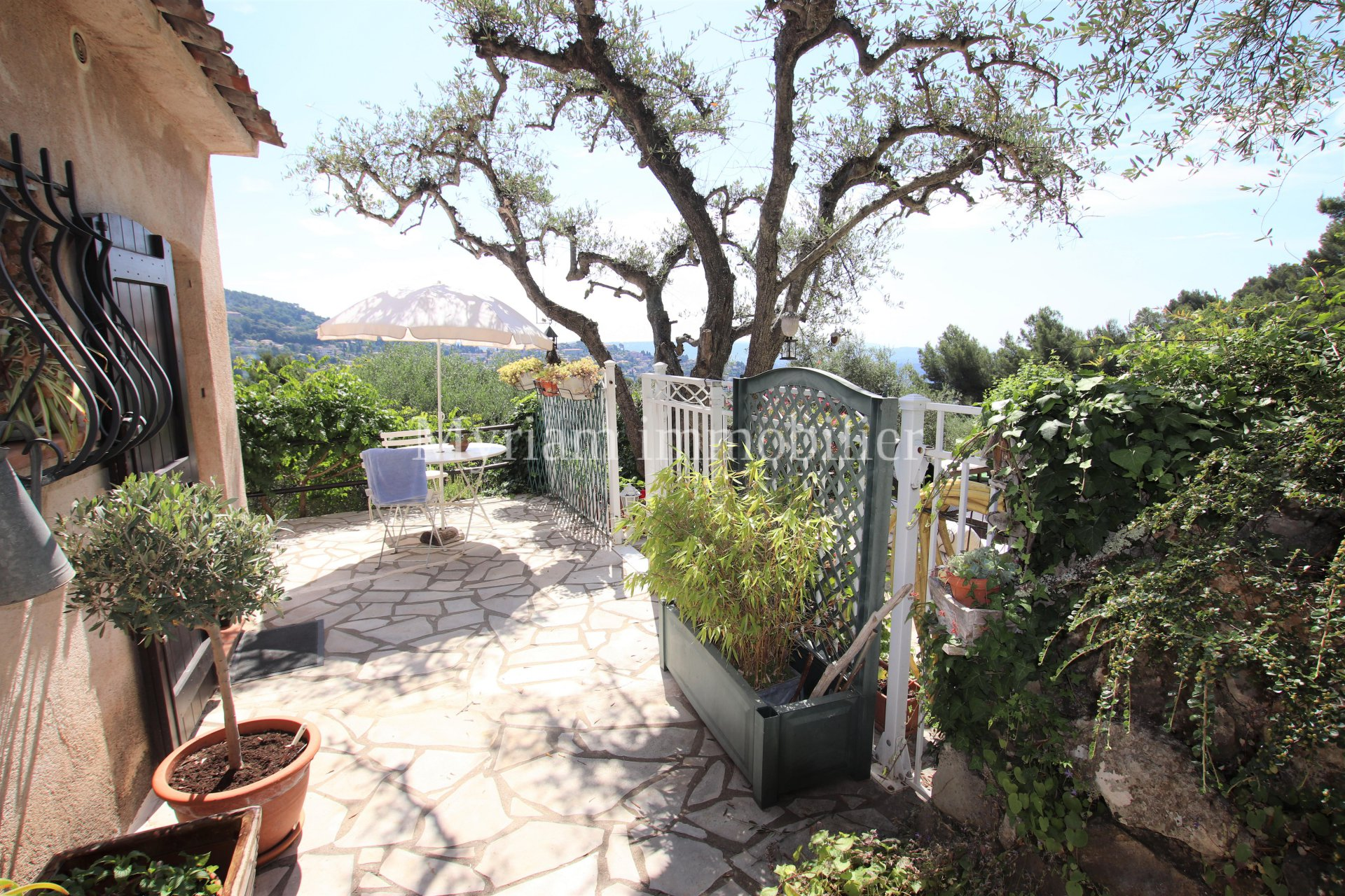 Apartment on the ground floor of 110 m², 3 rooms, panoramic sea view in GRASSE