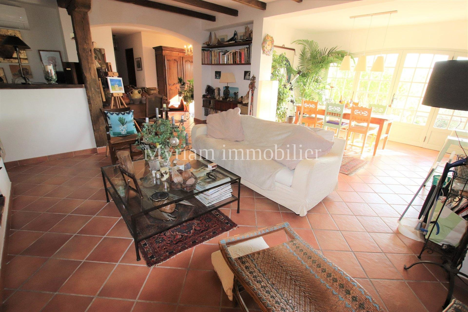 House on the ground floor of 110 m², 3 rooms, panoramic sea view in GRASSE