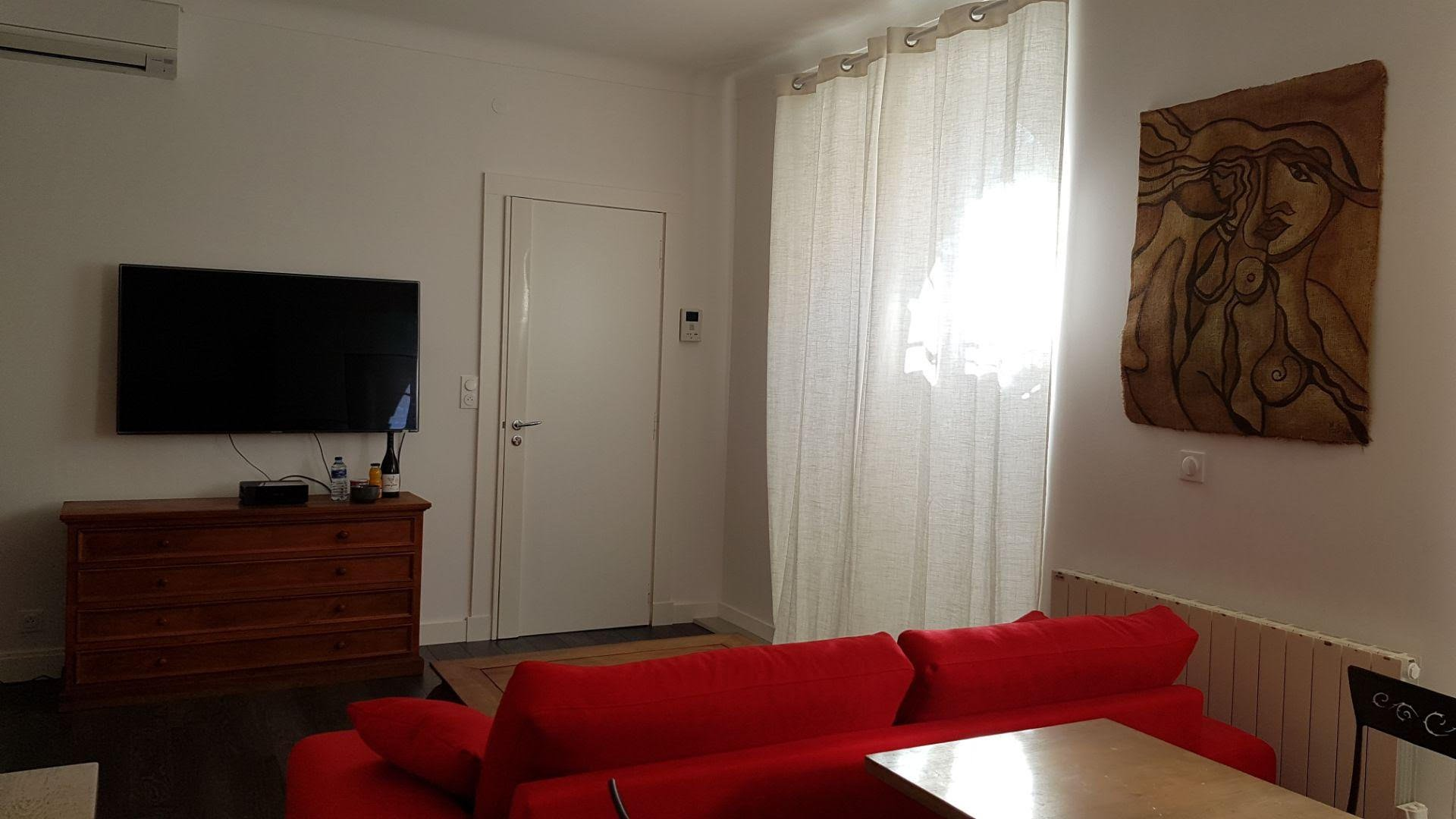 Congress rental 1 bedroom few minutes walking to Cannes