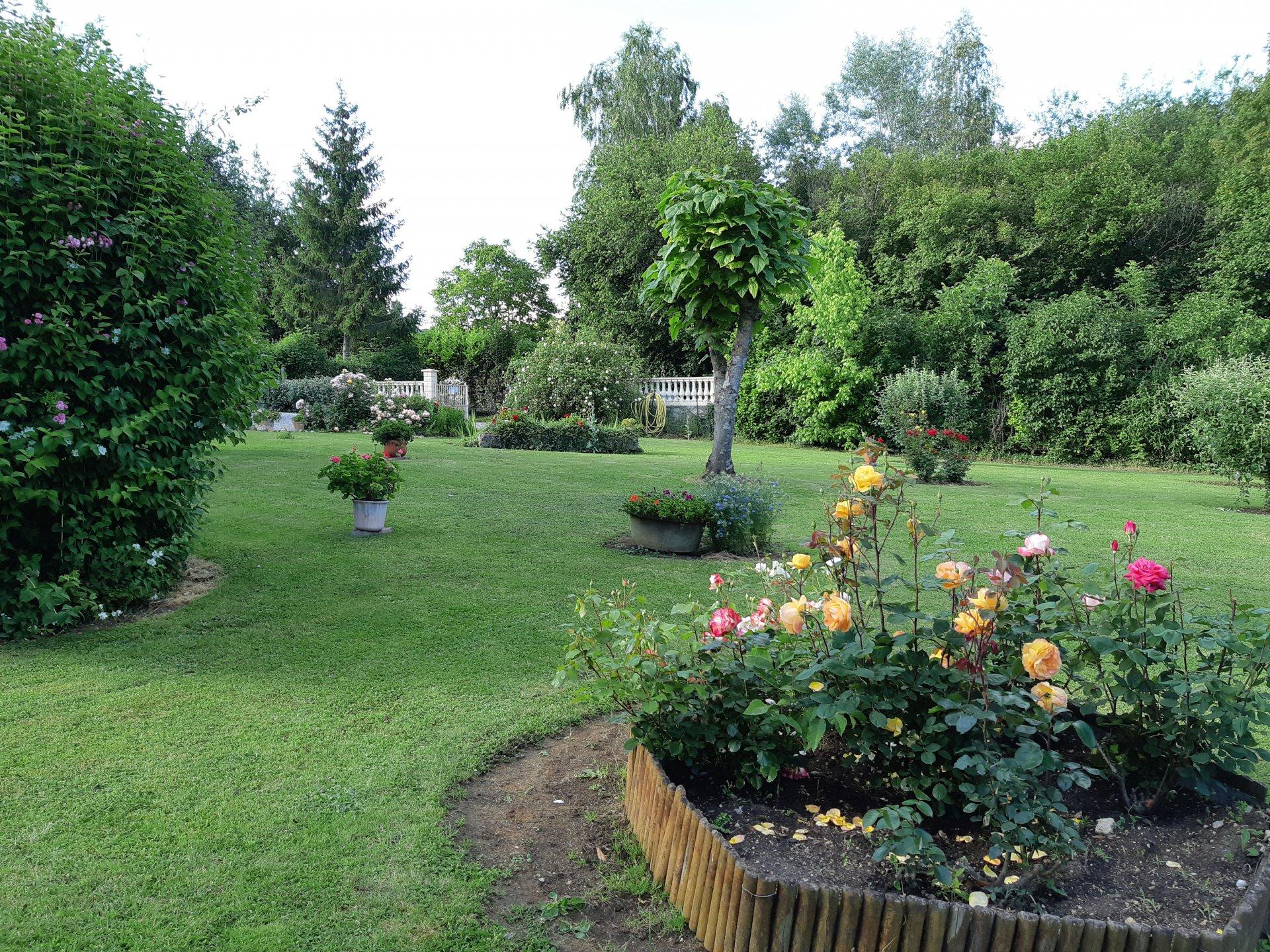 Pavillon  avec beau jardin idéal pour  grande famille proche foret de belleme