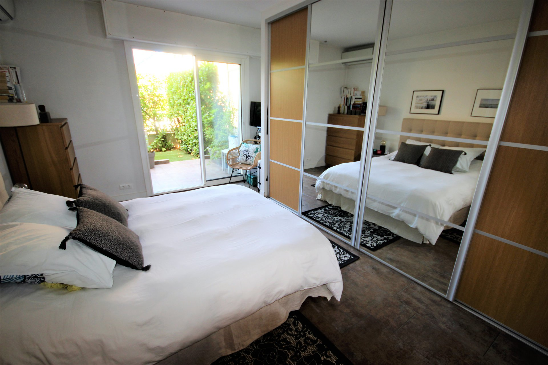 LE CANNET SALE 2 ROOMS CROSSING SEA VIEW