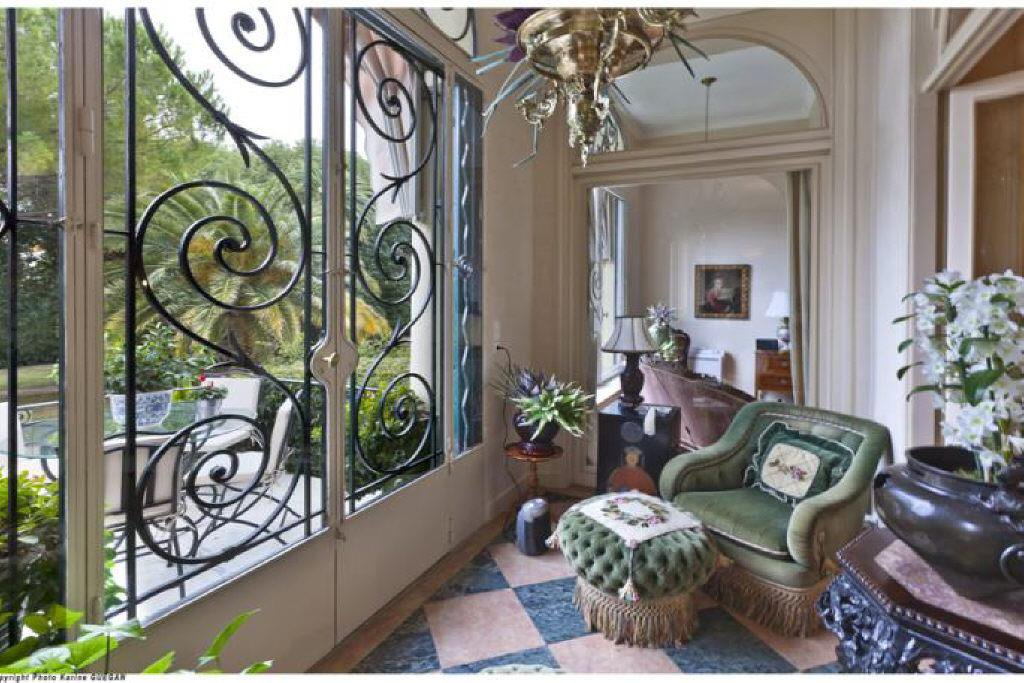 CANNES RESIDENTIAL AREA -  5-BEDROOM BOURGEOIS APARTMENT