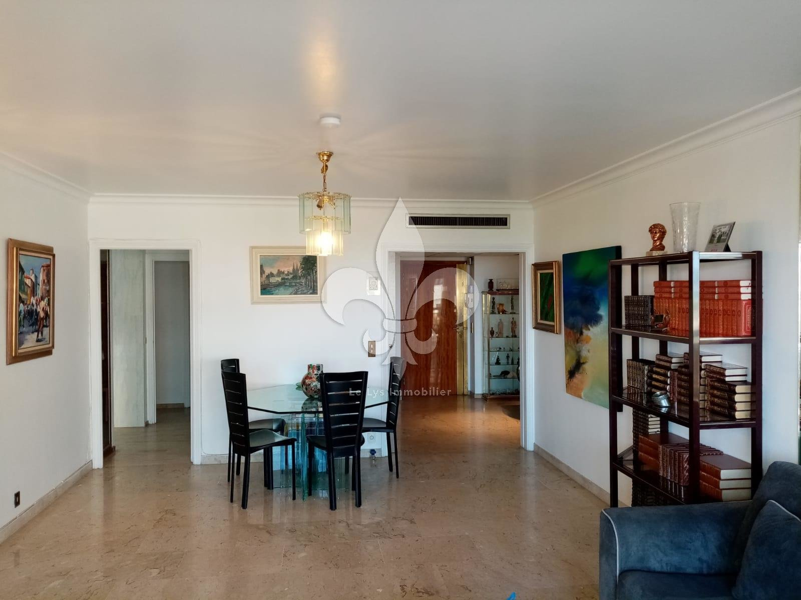 Cannes - Croisette: 3 rooms sea view with terrace and garage