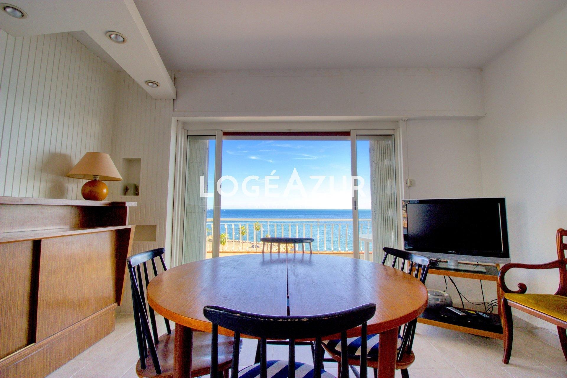 Sale apartment sea front Golfe-juan on the last floor