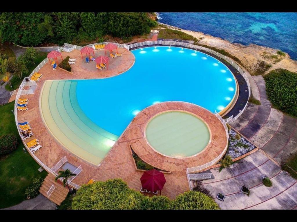 anse des rochers saint francois piscine débordement vue mer