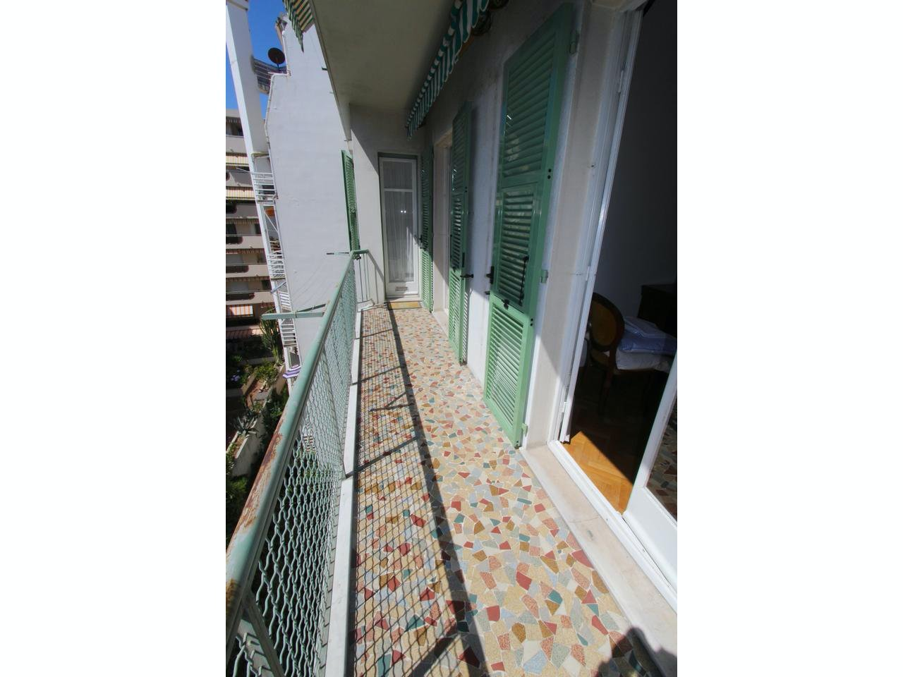 Lägenhet med 2 balkonger, en i öst och en i väst