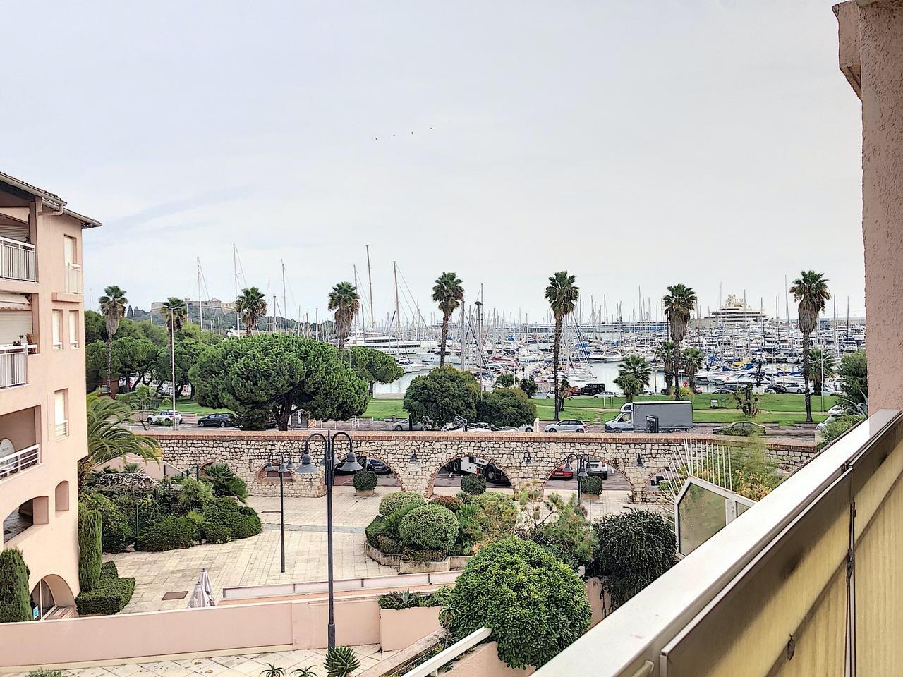 Lägenhet med utsikt över Port Vauban och nära allt