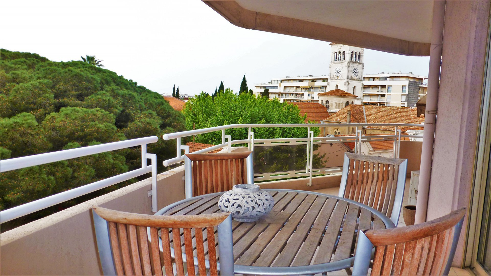 A VENDRE - CANNES  - 3 P 89M² + 35M² Ter. D'ANGLE - VUE DEGAGEE