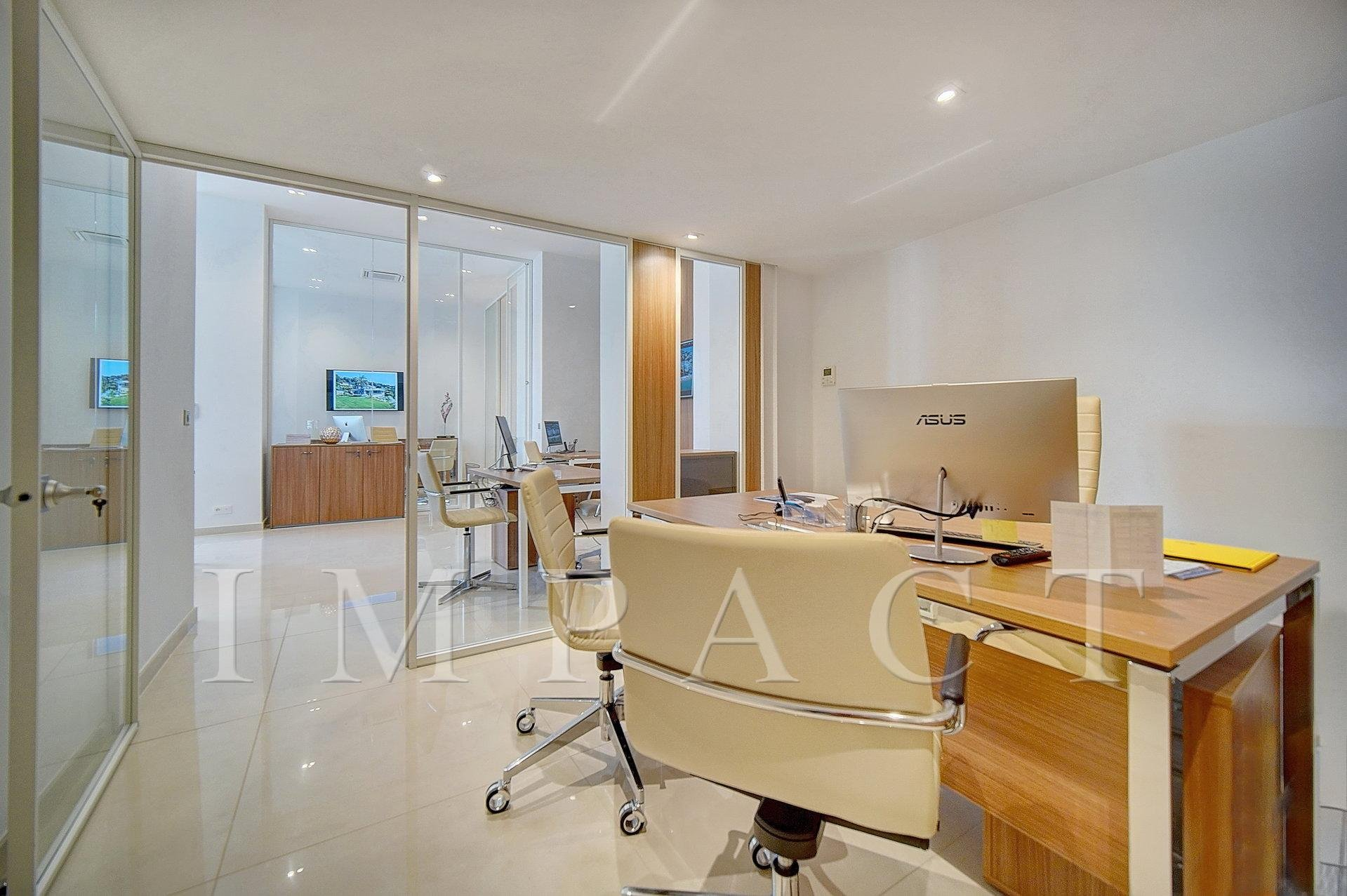 Office to rent at the Grand Hotel, park view, 5 minutes walk from the Palais, Cannes
