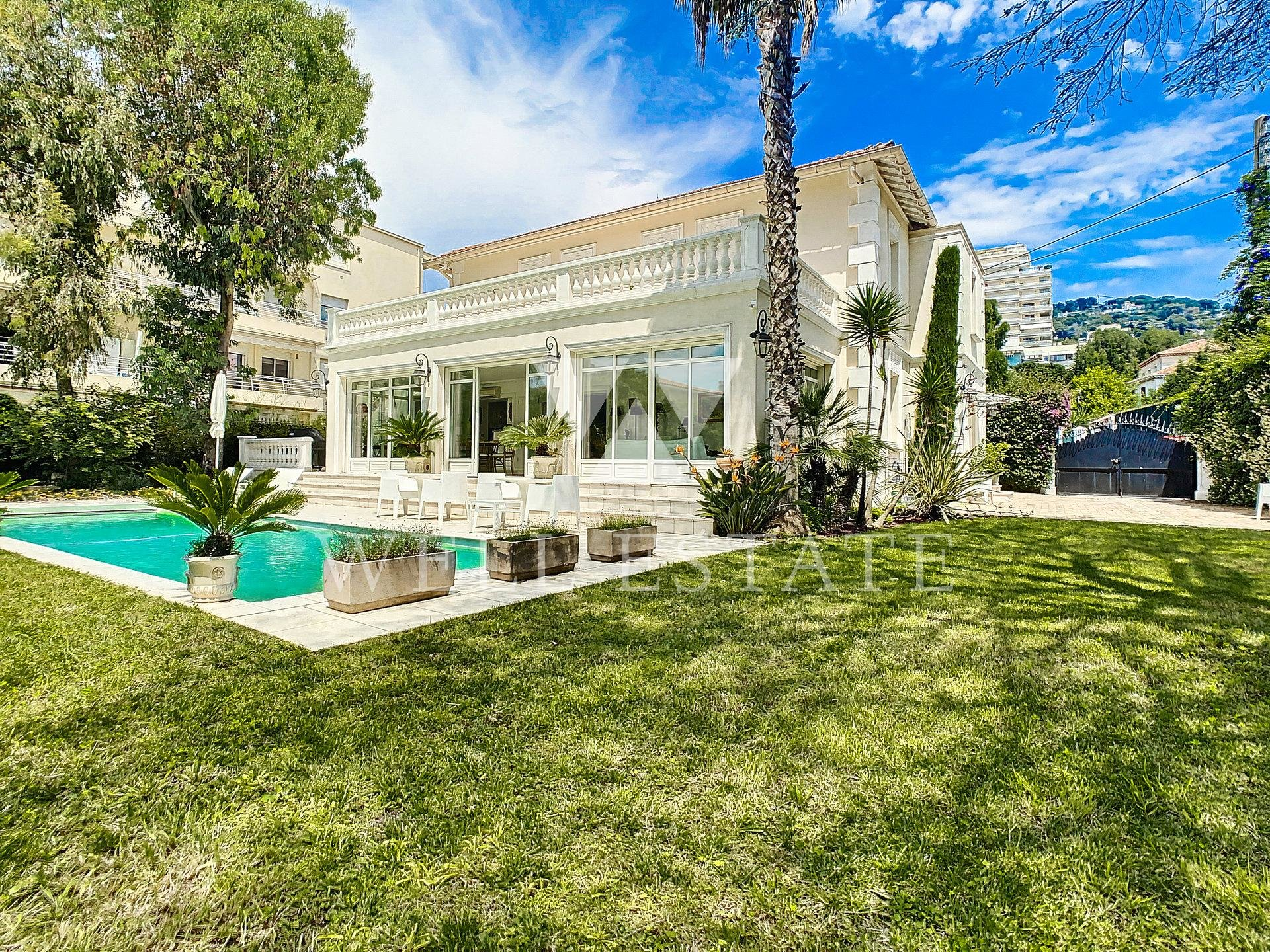 UNIQUE CENTER CANNES BOURGEOIS VILLA 300M2 5 BEDROOMS SWIMMING POOL