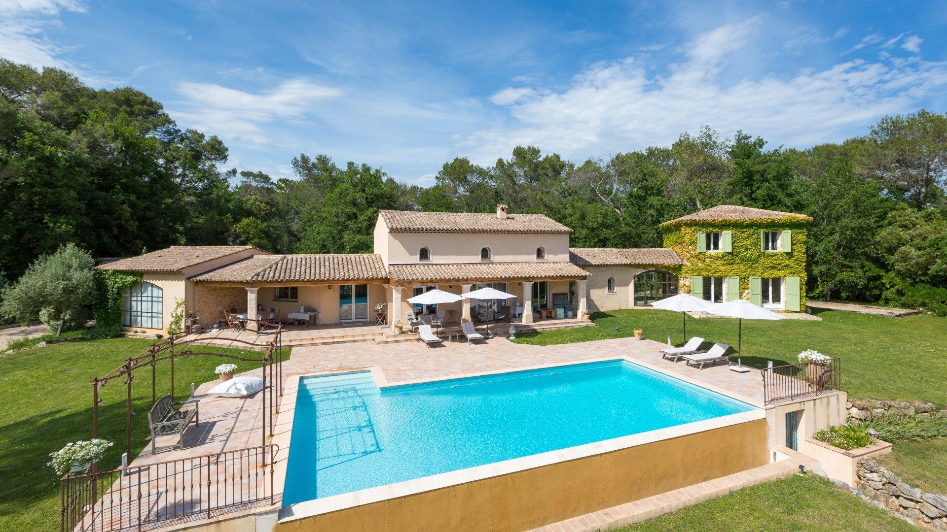 Valbonne - Villa dans un domaine privé, au calme absolu