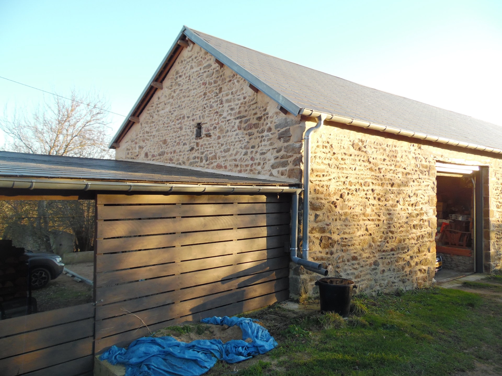Renoviertes Haus mit Scheune zu verkaufen in der Auvergne.
