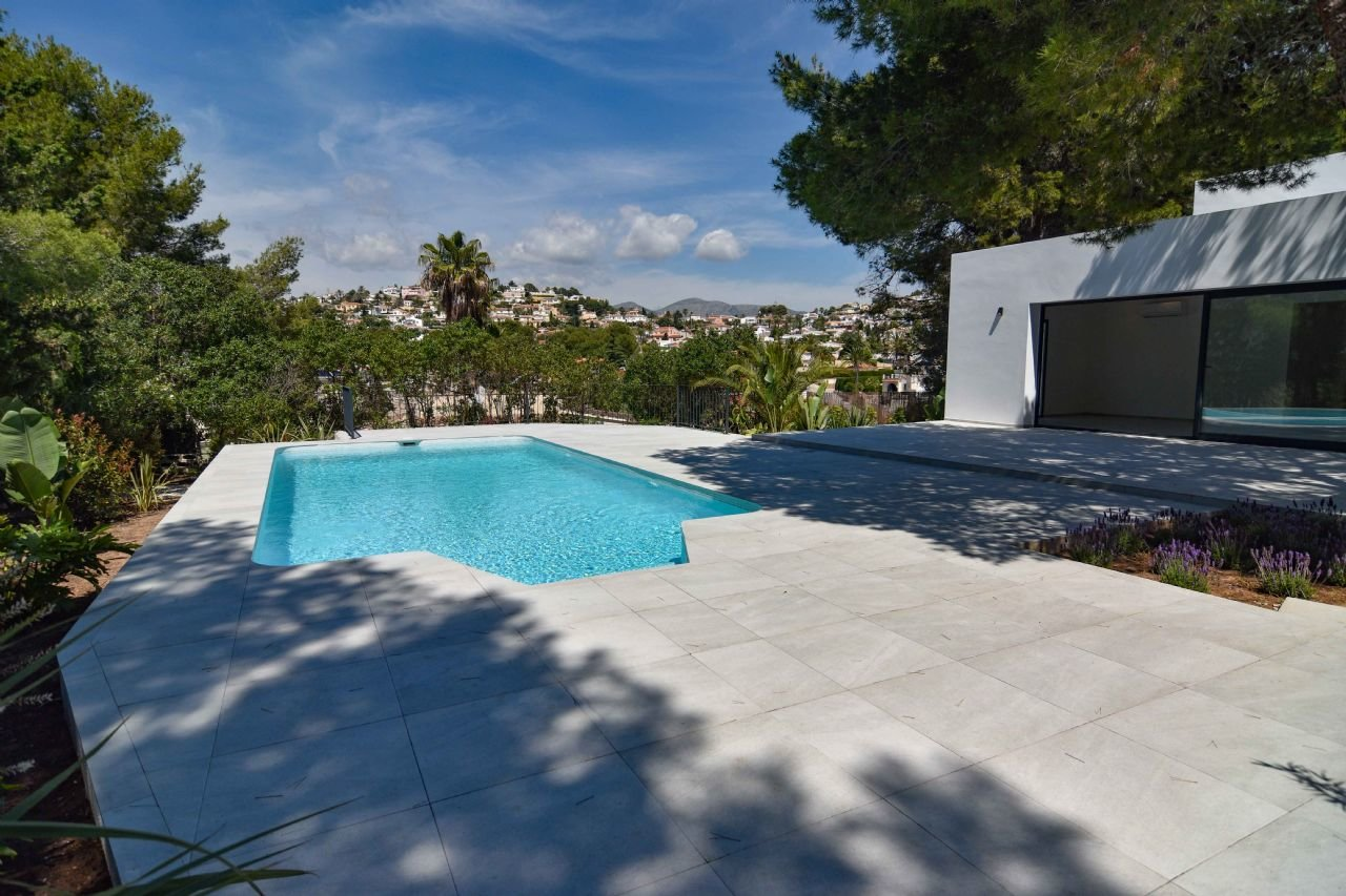 Modern renovated villa with 5 bedrooms
