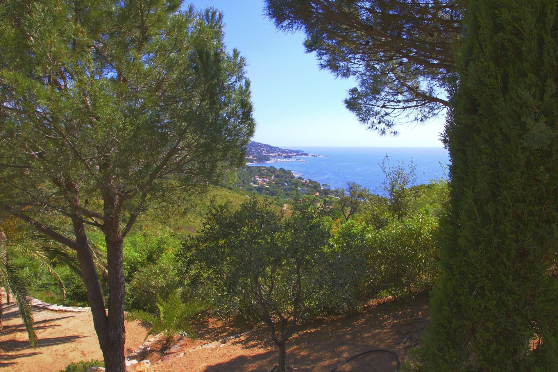 Sainte Maxime - Spacious villa with 180º sea view.