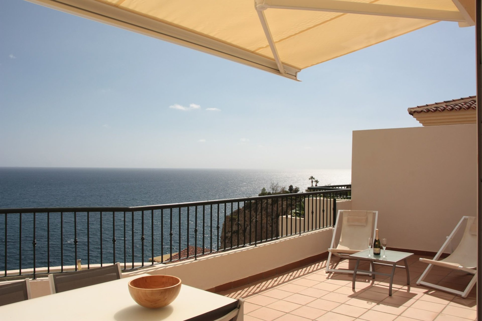 2 bed penthouse with private pool and open sea view