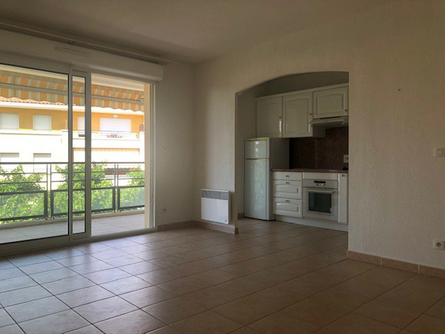 Sale Apartment - La Fare-les-Oliviers