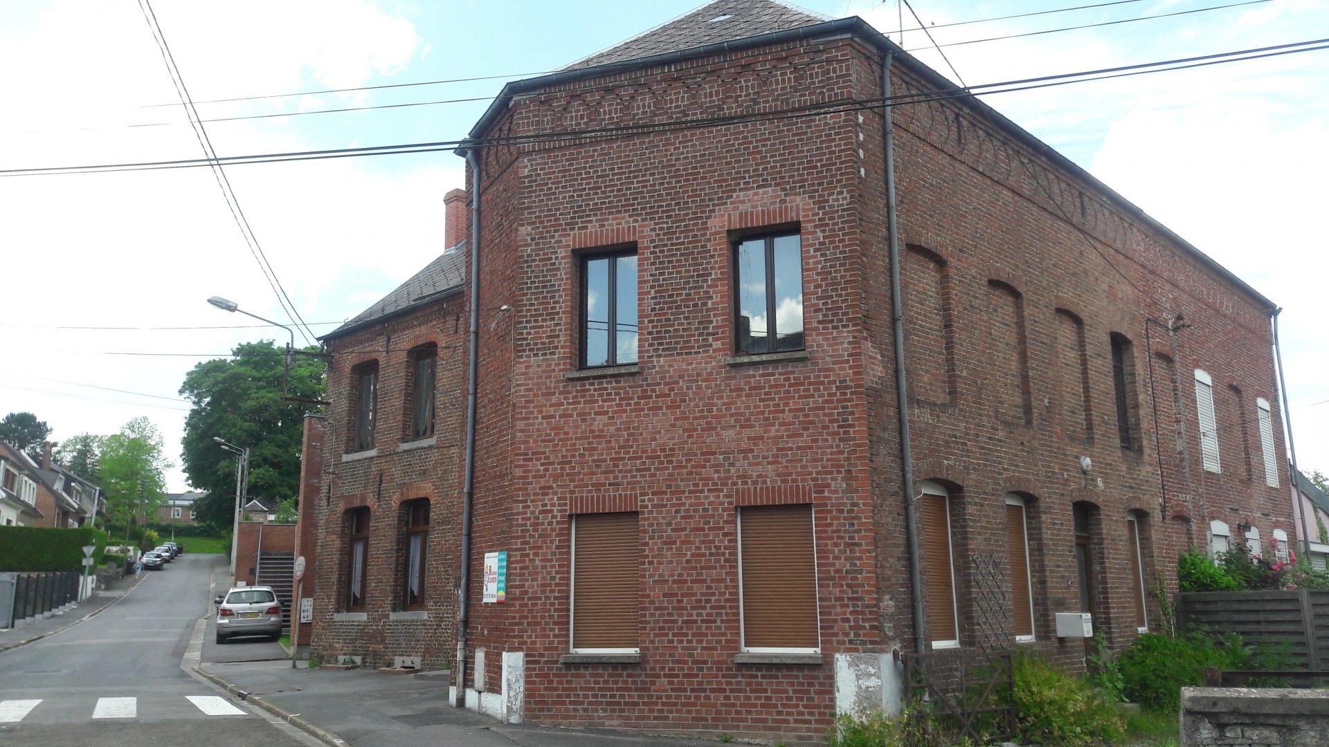 Proche centre village Solre Le Château