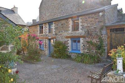 A vendre ensemble maison et 3 gites en centre ville Dol de Bretagne