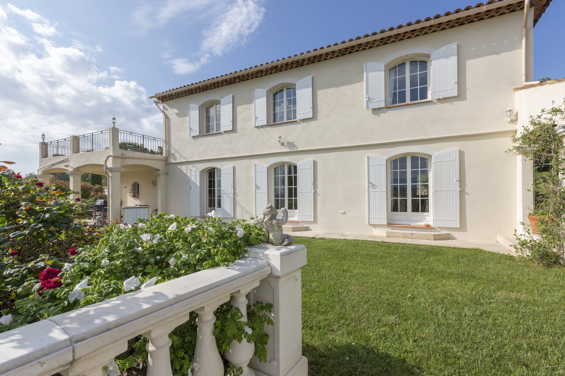 Valbonne : Spacious family home peacefully located with super views - Valbonne
