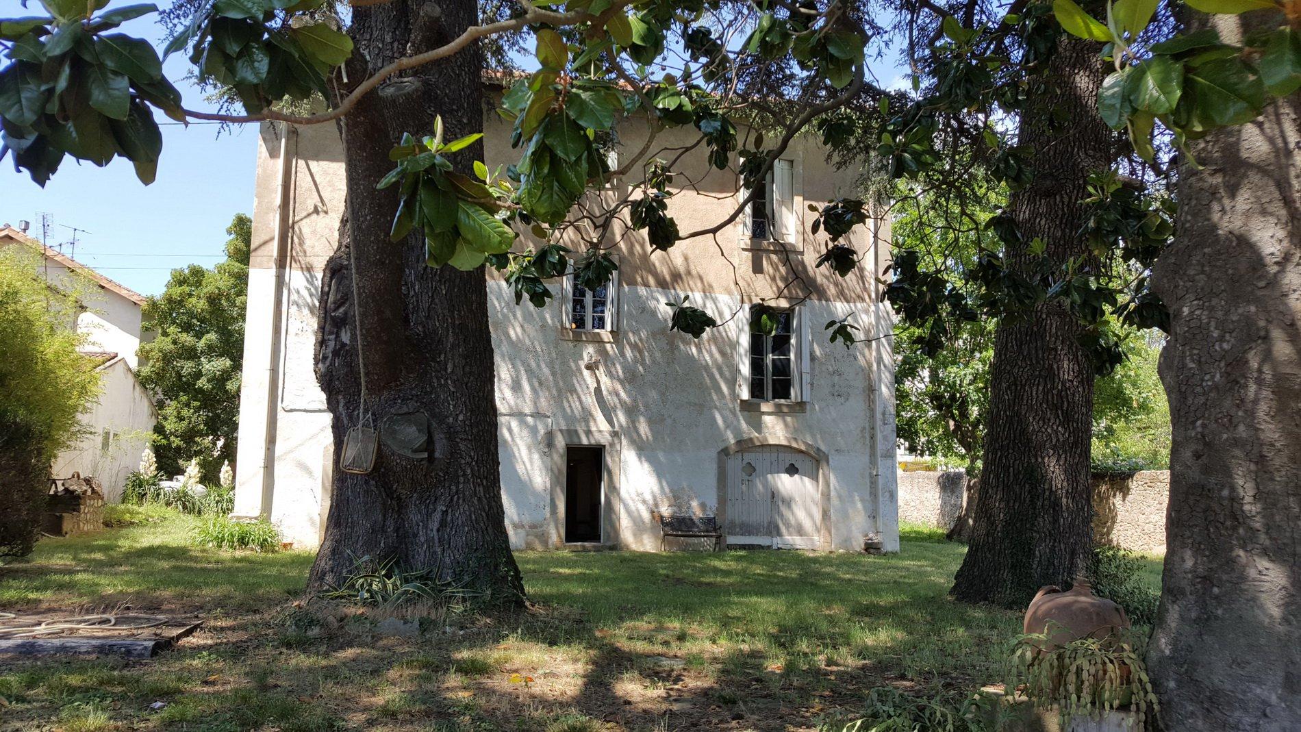 Herrskapshus med stor tomt