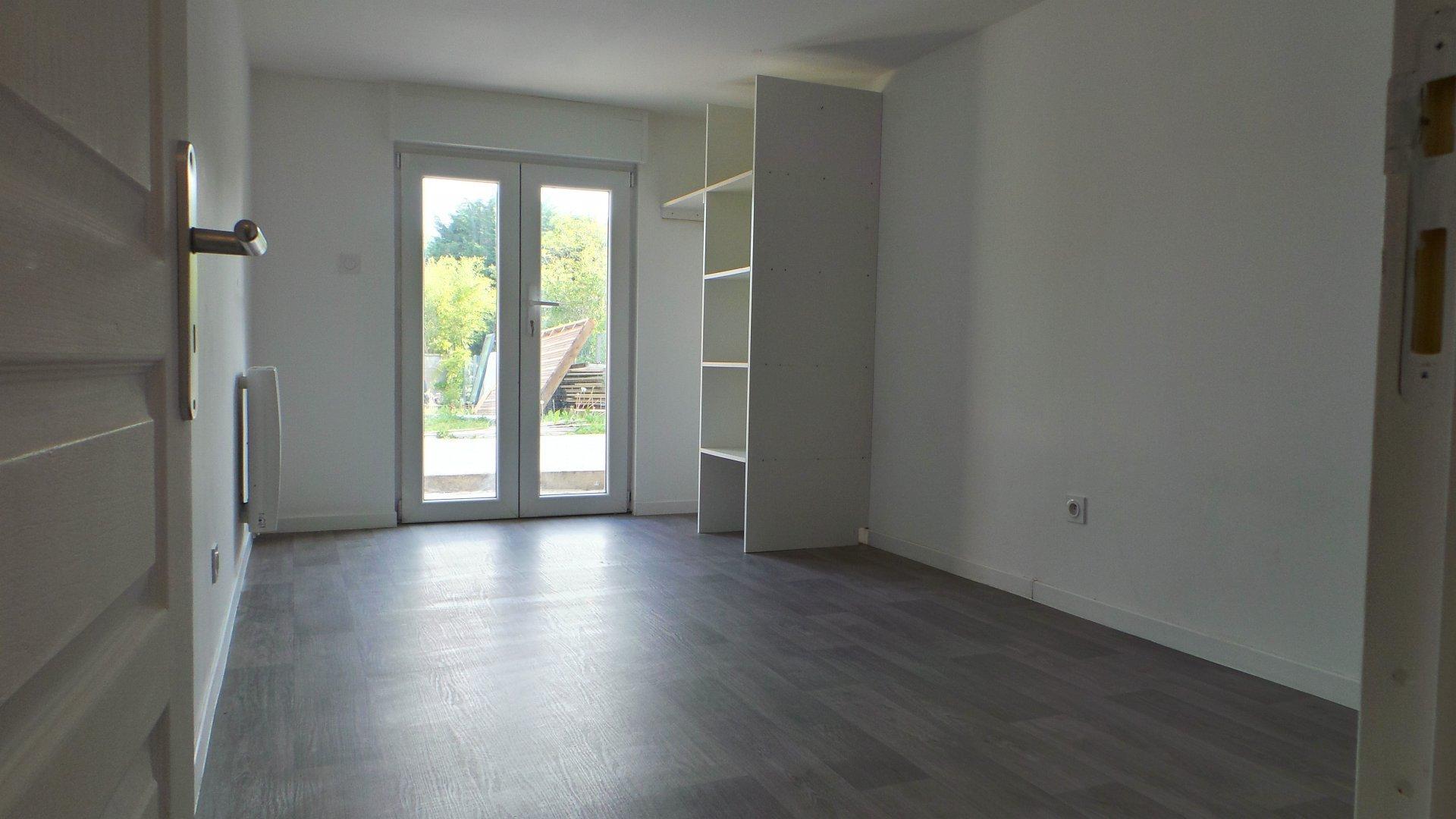 F3 en rdc avec terrasse 20 m2 et 2 pkgs