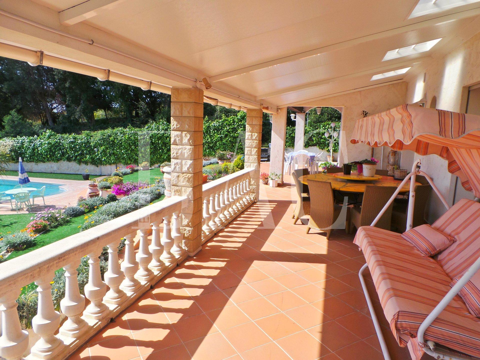 Villa-Antibes-Terrasse-Vue-Mer-BAC-Estate