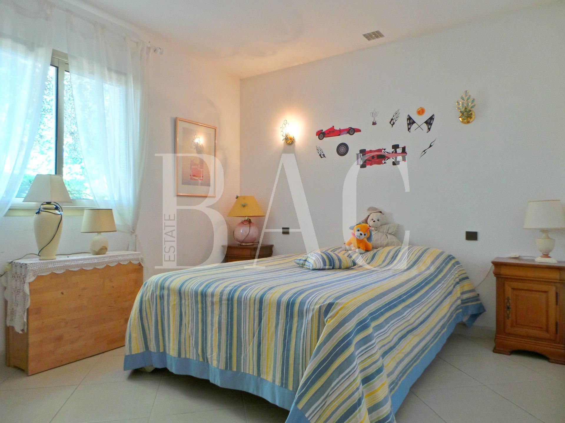 Antibes villa de construction traditionnelle avec vue mer, en secteur résidentiel très calme et à 5 minutes de tout