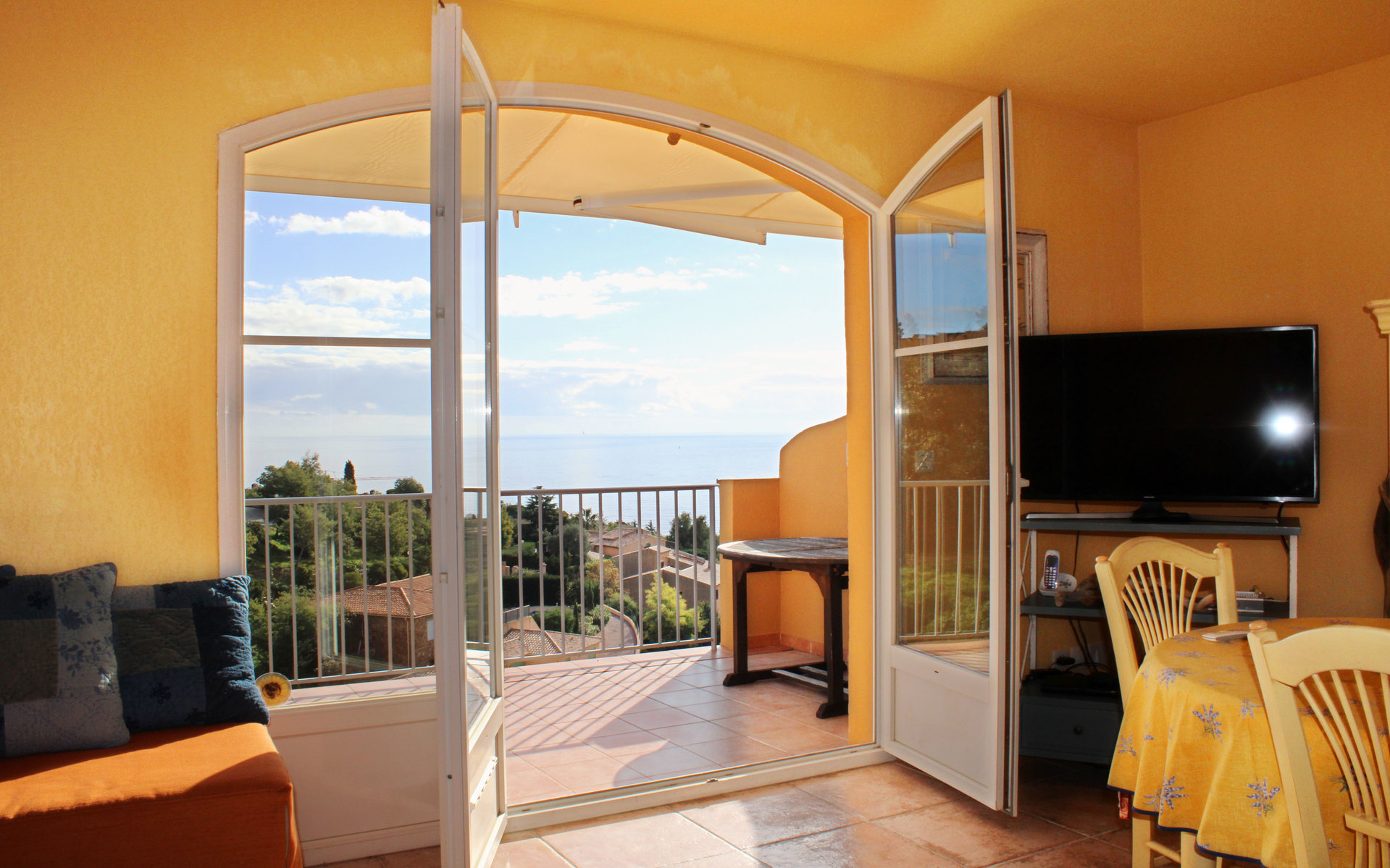 Very nice 2-storey terraced house with wonderful sea view