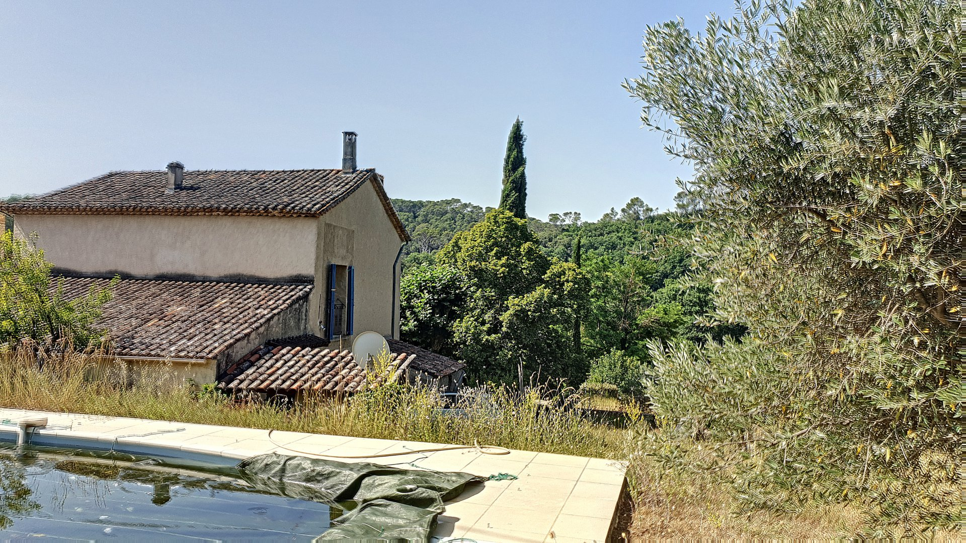 Old charming farmhouse with pool in countryside environment near Lorgues